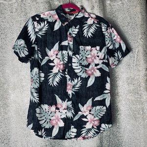 CACTUS short sleeve floral button down top Medium